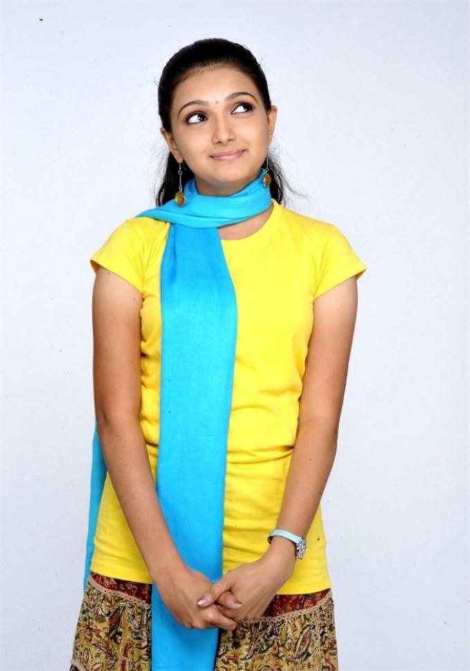 Saranya Mohan In Yellow Tops Asin