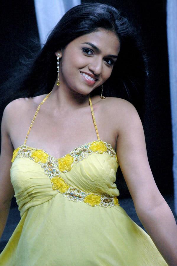 Sunaina hot boobs