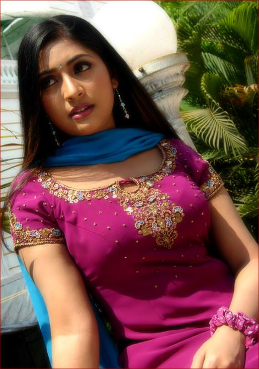 Navya Nair Nipple And Bra Impression In Pink Salwar